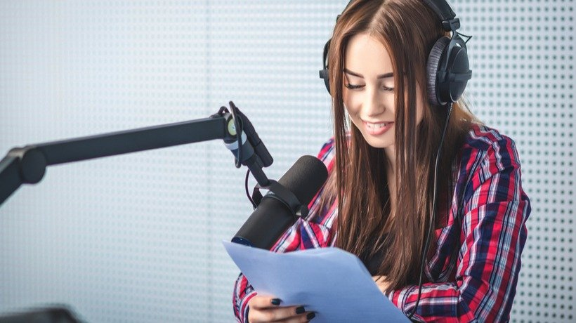9 Criteria To Select The Perfect eLearning Voice Over Artist