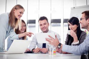 5 Popular Employee Training Methods For Workplace Training (And How To Choose Between Them)