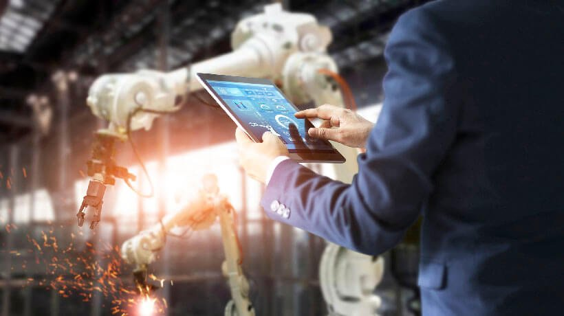 5 Training Challenges In The Manufacturing Industry And How An LMS Can Help You Solve Them