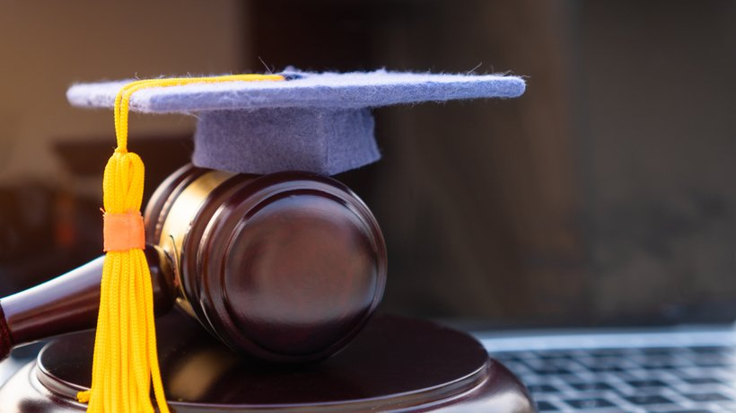 Why Choose An Online Pre-Law Degree?