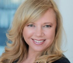 Lissa Henige - Voiceover Talent logo